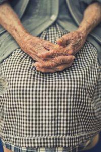 Jak zorganizować opiekę nad osobą starszą?